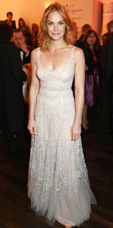 Ruth-Wilson-hot-cleavage.jpg