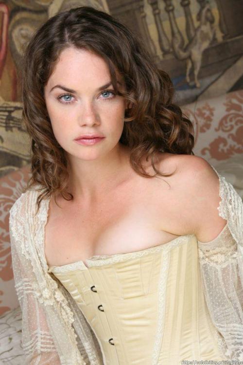 Ruth-Wilson-sexy-white-boobs.jpg