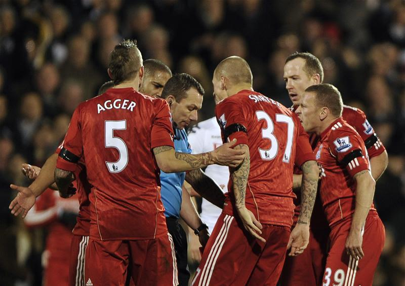 Liverpool-players-get-in-refs-face-vs-Fulham.jpg