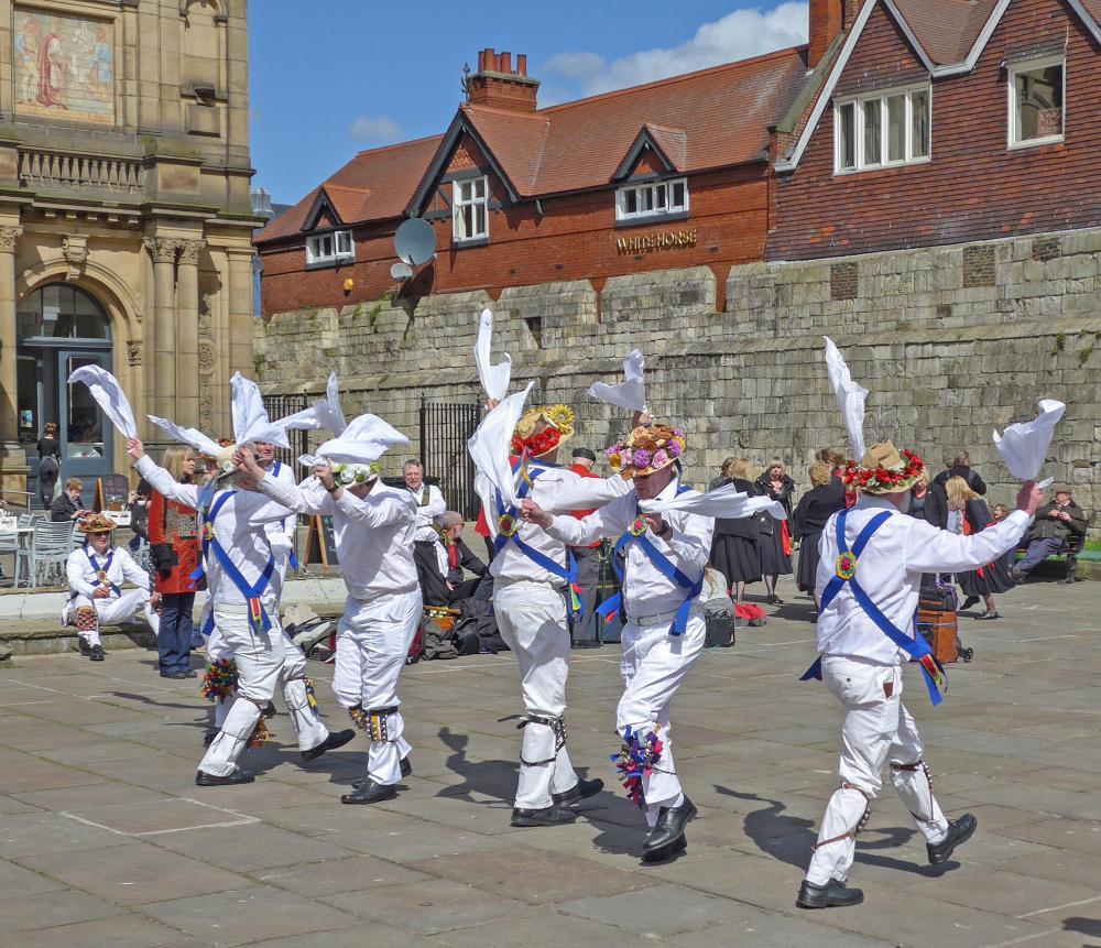 Morris_Dancers,_York_(26579460201).jpg